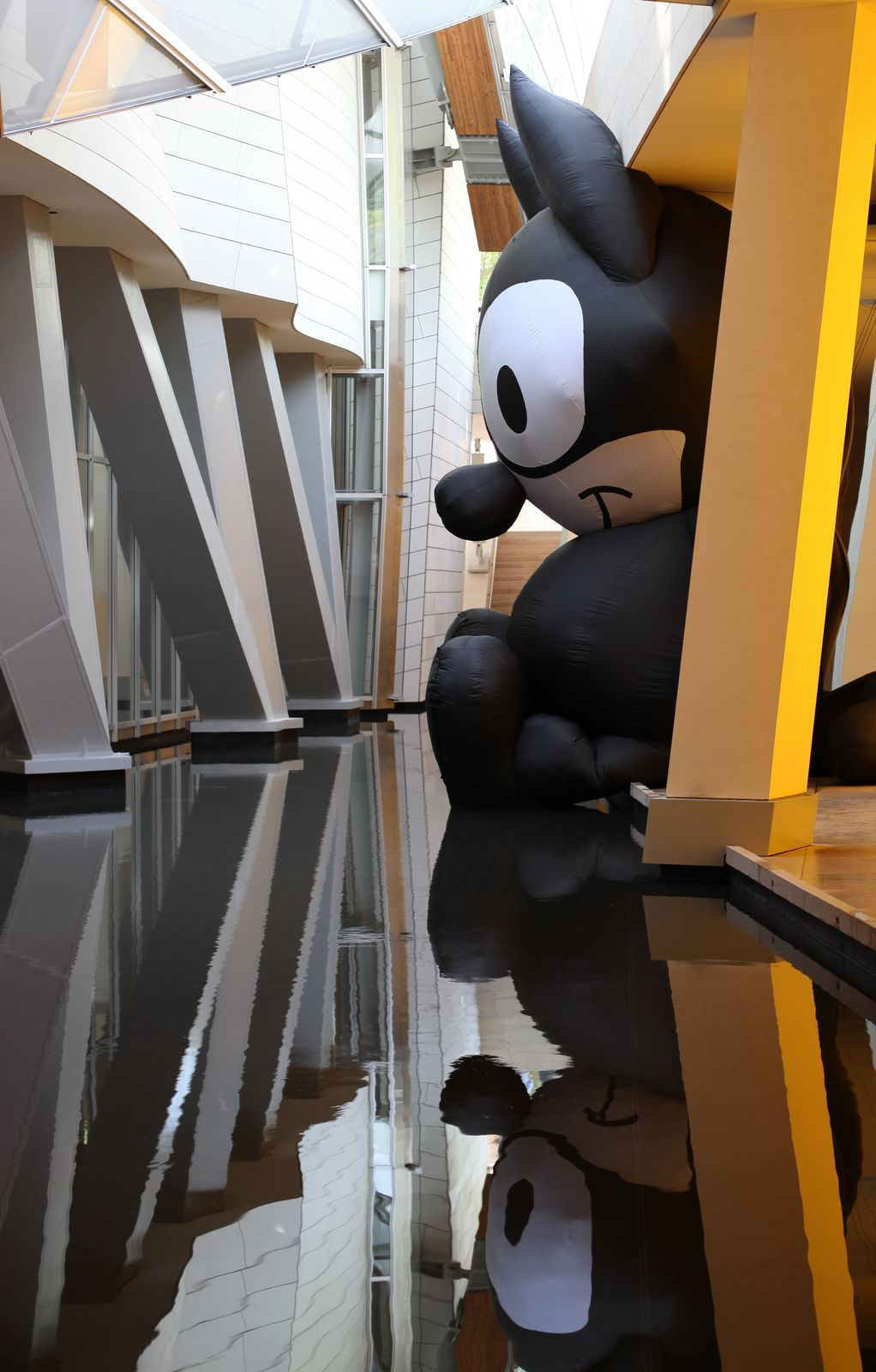 """Felix the Cat"", 2017 de Mark LECKEY - Courtesy FONDATION LOUIS VUITTON © Photo Éric Simon"