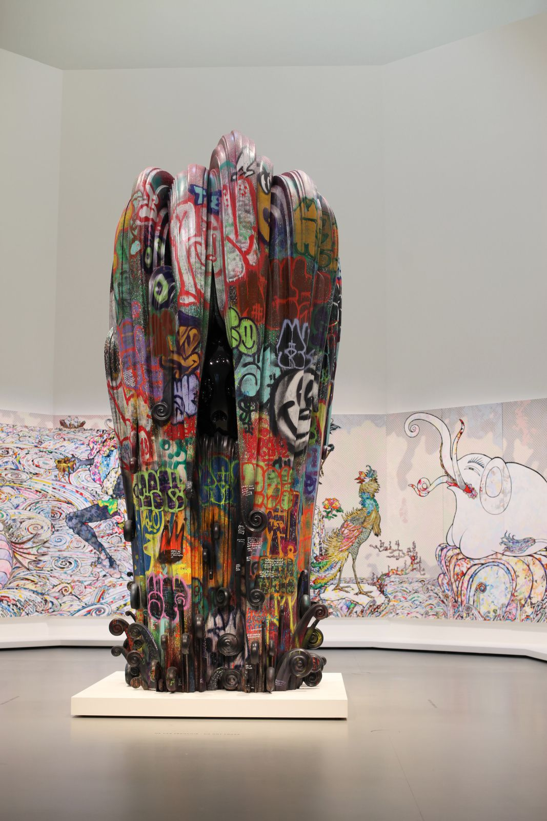 "Sculpture centrale de l'installation ""The Octopus eats its own leg "", 2017 de Takashi MURAKAMI - Courtesy FONDATION LOUIS VUITTON © Photo Éric Simon"