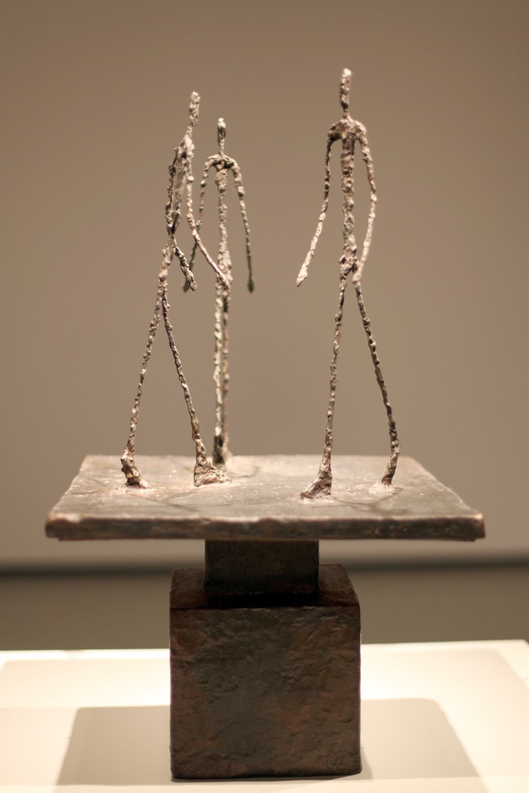 """Trois hommes qui marchent I"", 1948 de Alberto GIACOMETTI - Courtesy FONDATION LOUIS VUITTON © Photo Éric Simon"