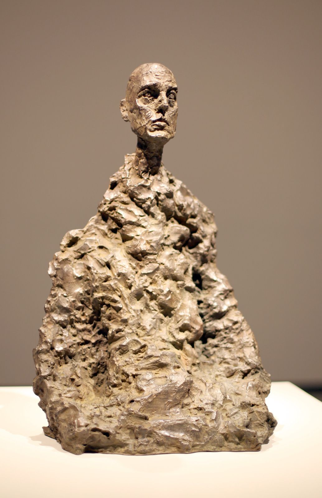 """Buste d'Homme assis (Lotar III)"", 1965 de Alberto GIACOMETTI - Courtesy FONDATION LOUIS VUITTON © Photo Éric Simon"