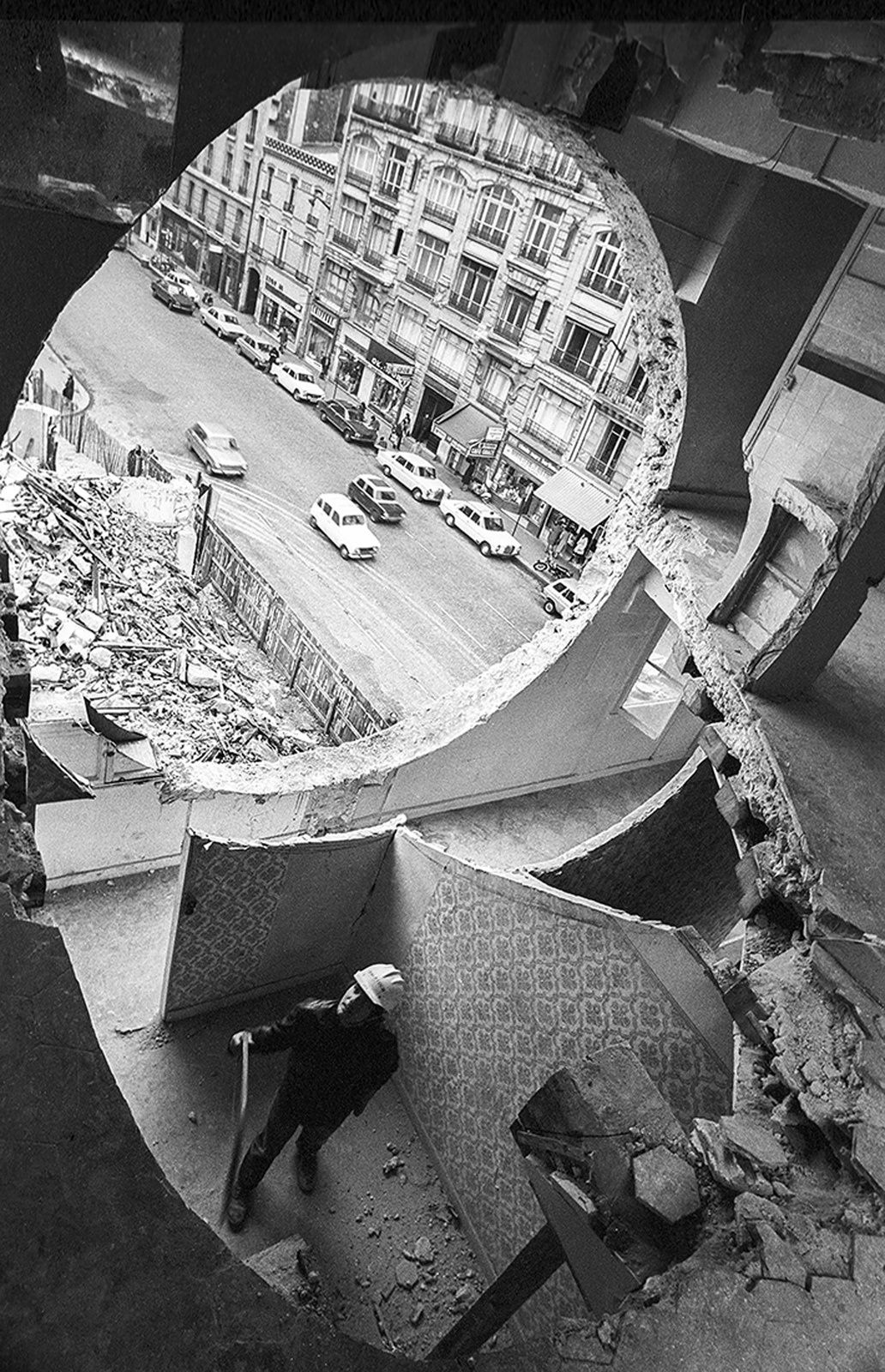 """Gordon Matta-Clark travaillant à Conical Intersect"", 1975 de Gordon MATTA-CLARK - Courtesy de l'Artiste"