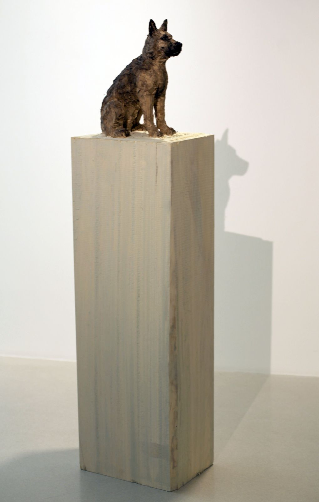 """Chien"", 2018 de Stephan BALKENHOL - Courtesy galerie Ropac © Photo Éric Simon"