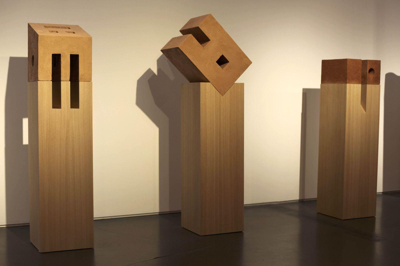 """""""Hafuch"""", 2014 et """"Knisot"""", 2014 de Dani KARAVAN - Courtesy Galerie Jeanne BucherJaeger © Photo Éric Simon"""