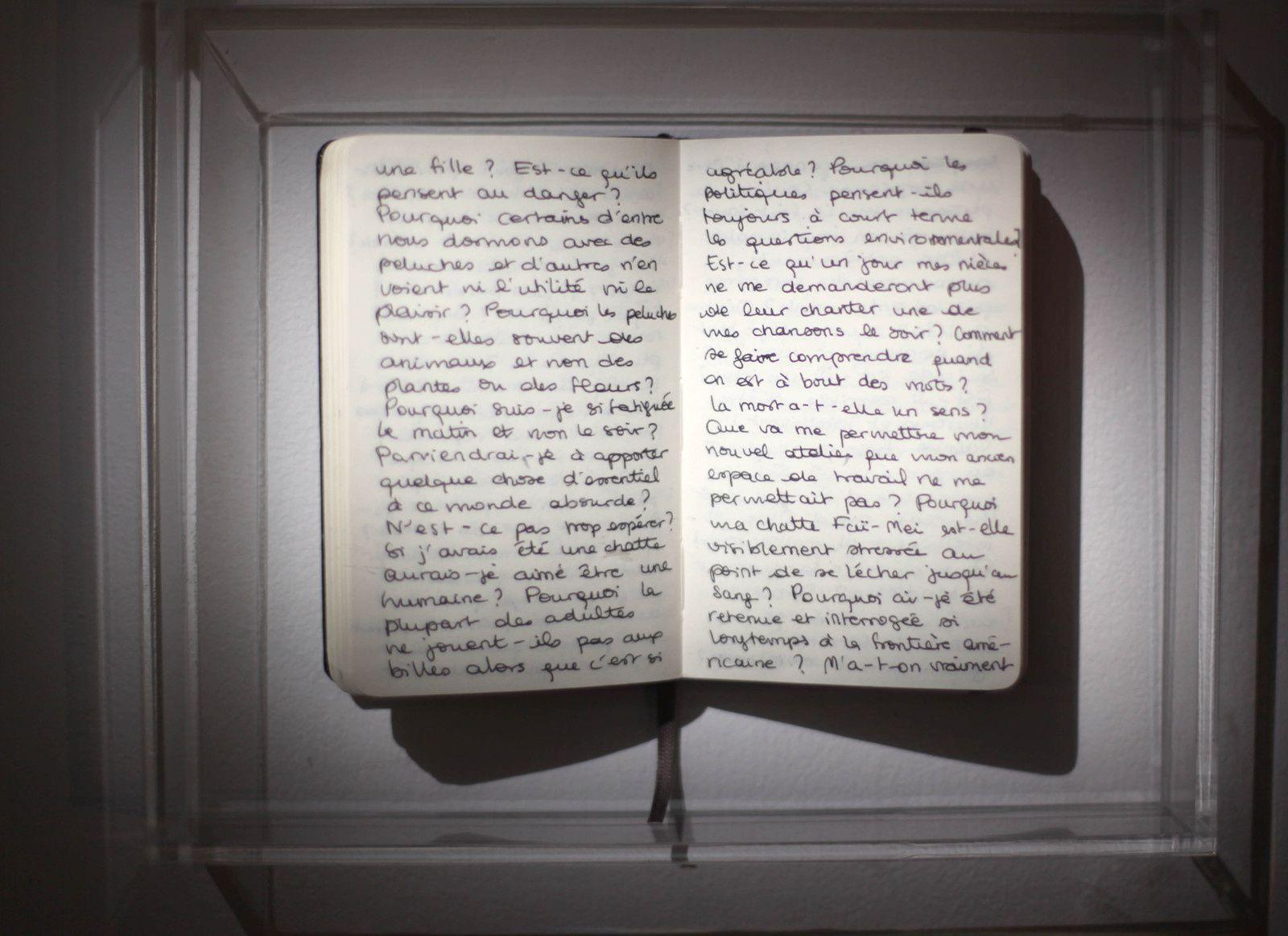 """""""Carnet aux questions invisibles n°1"""", 2019 de Emma DUSONG - Courtesy galerie Les Filles du Calvaire © Photo Éric Simon"""