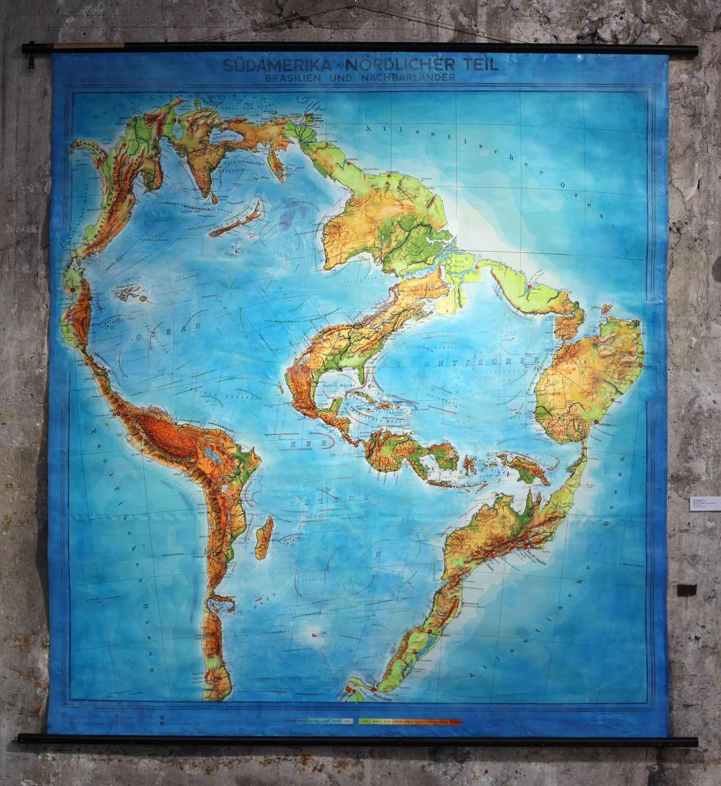 """""""Brasil Global"""", 2015 de Cristina BARROSO - Courtesy des artistes © Photo Éric Simon"""