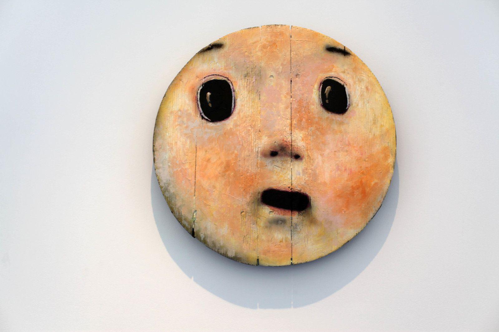 """""""Round Face"""", 2019 de OTANI Workshop - Coourtesy de l'artiste et la Galerie Perrotin © Photo Éric Simon"""