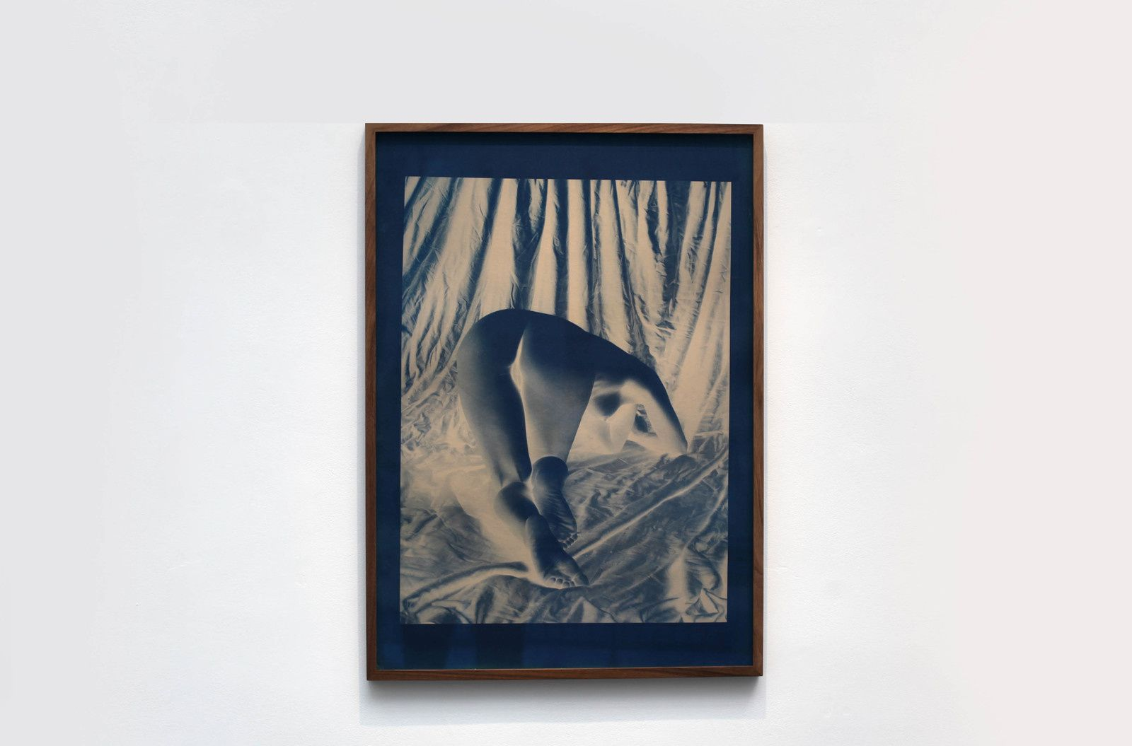 "Cyanotypes ""Untitled from heavy the sea"", 2016 de Esther TEICHMANN - Courtesy Galerie Les filles du calvaire © Photo Éric Simon"