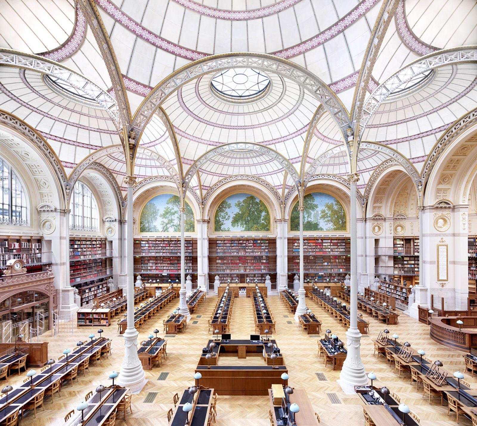 """""""La Salle Labrouste - La Bibliothèque de l'INHA Paris I"""", 2017 de Candida HÖFER - Courtesy VNH Gallery"""