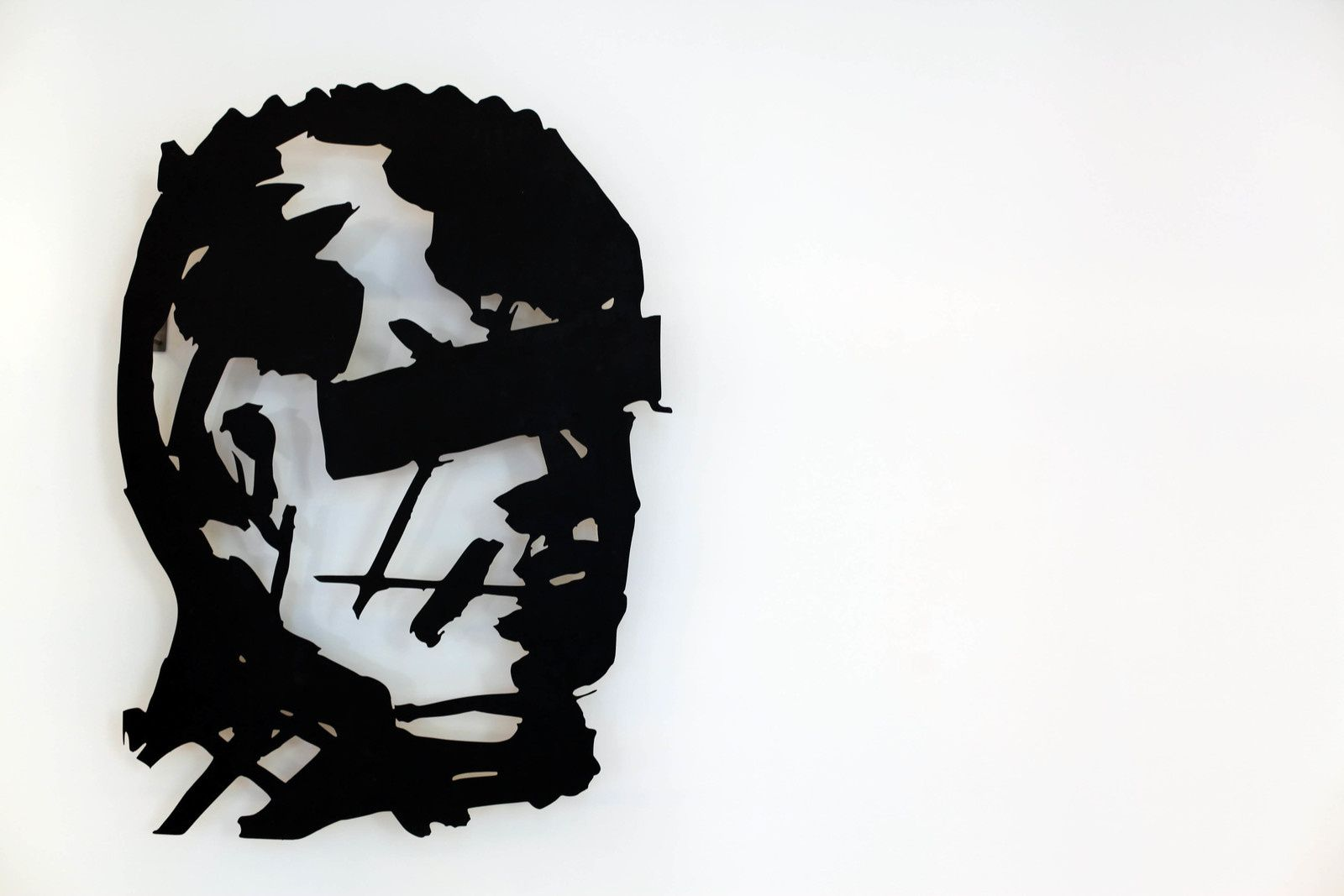 """Head (Man with Reducted Eyes)"", 2016 de William KENTRIDGE - Courtesy Galerie Italienne © Photo Éric Simon"