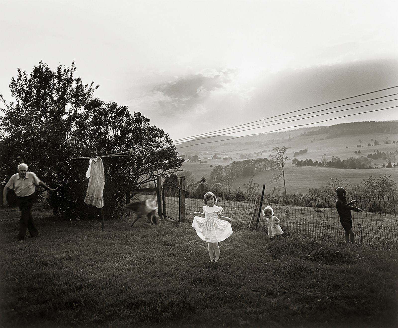 """EasterDress"", 1986 de Sally MANN -  Patricia and David Schulte. © Sally Mann"