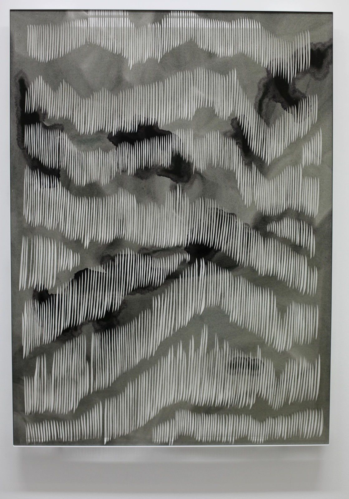"""Untitled (dark grey stains)"", 2019 de Georgia RUSSELL - Courtesy Galerie Karsten GREVE © Photo Éric Simon"