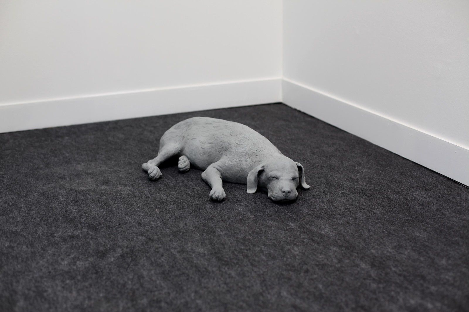 """Dog"", 2019 de Hans Op de BEECK - Courtesy Galerie Krinzinger Vienna © Photo Éric Simon"