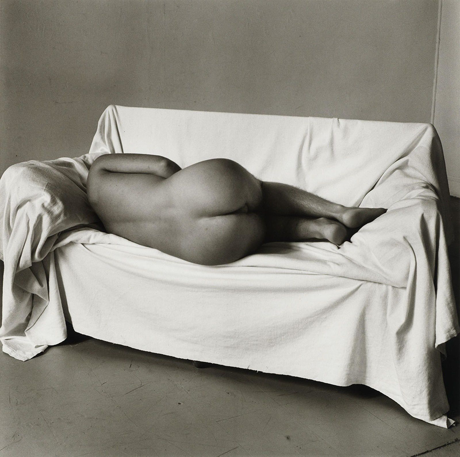 Reclining Nude on Couch 1978 Peter Hujar Tirage gélatino-argentique, The Morgan Library & Museum, achat en 2013 grâce au Charina Endowment Fund © Peter Hujar Archive, LLC, courtesy Pace/MacGill Gallery, New York and Fraenkel Gallery, San Francisco