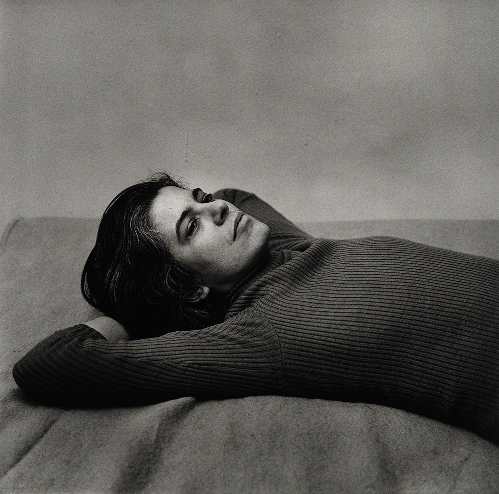 Susan Sontag 1975 Peter Hujar Tirage gélatino-argentique, The Morgan Library & Museum , achat en 2013 grâce au Charina Endowment Fund © Peter Hujar Archive, LLC, courtesy Pace/MacGill Gallery, New York and Fraenkel Gallery, San Francisco