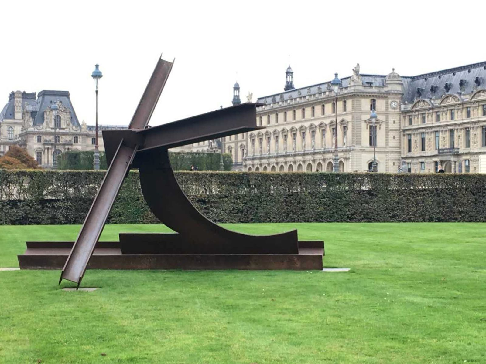"""Nelly"", 1986 de Mark DI SUVERO - Courtesy galerie Mitterand, Paris and Paula Cooper Gallery, New York © Photo Éric Simon"