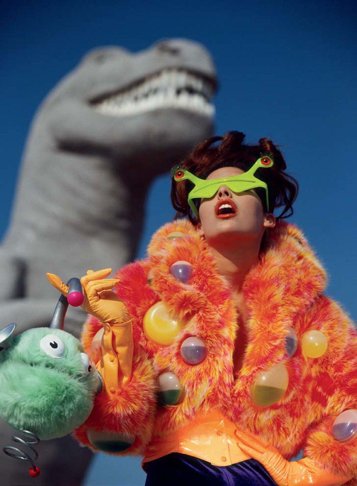 """Dinosaures de Cabazon, Californie, États-Unis"", 1991 de Manfred Thierry MUGLER - Courtesy de l'artiste et Polka Gallery"