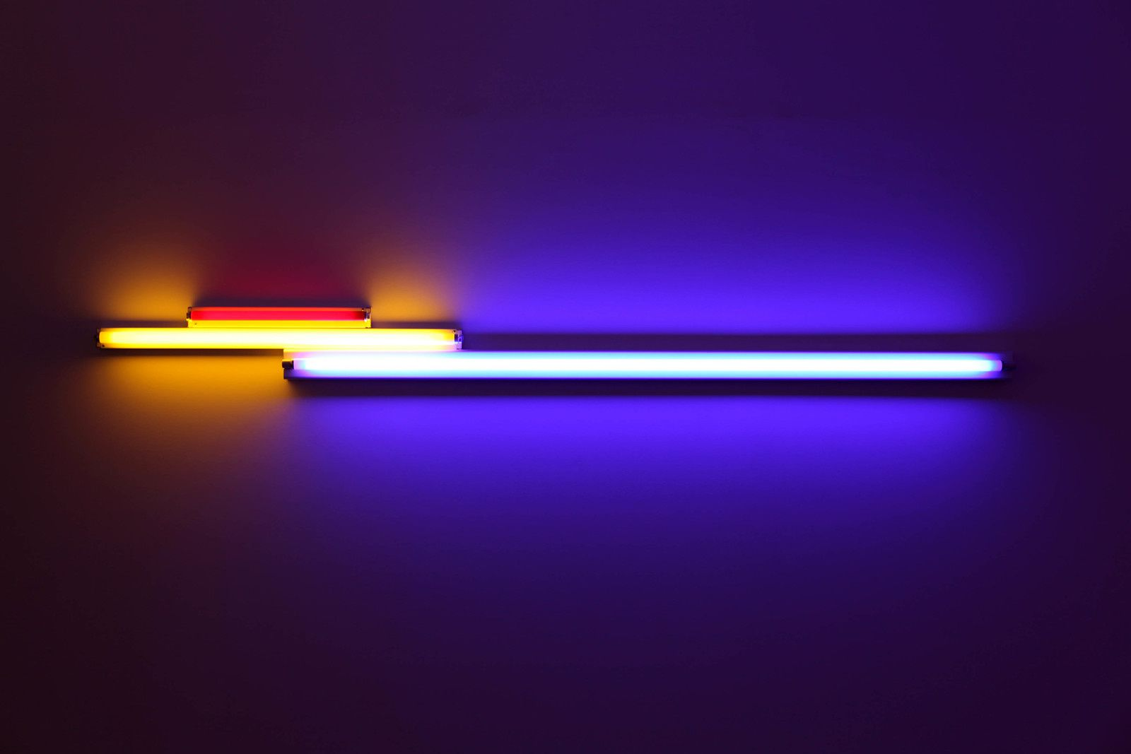 """Untitled (in memory of ""Sandy"" Calder)"", 1977 de Dan FLAVIN - Courtesy Galerie David Zwirner Paris © Photo Éric Simon"