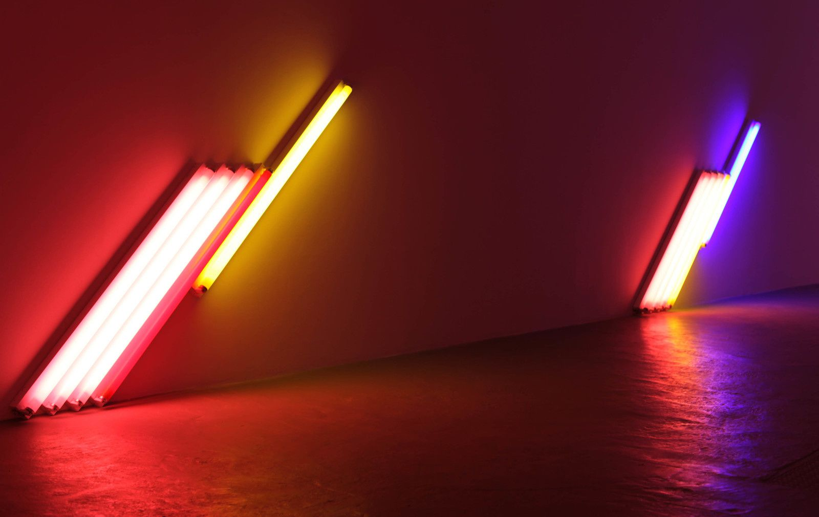 """Untitled (for Frederika and Ian) 2 et 3"", 1987 de Dan FLAVIN - Courtesy Galerie David Zwirner Paris © Photo Éric Simon"