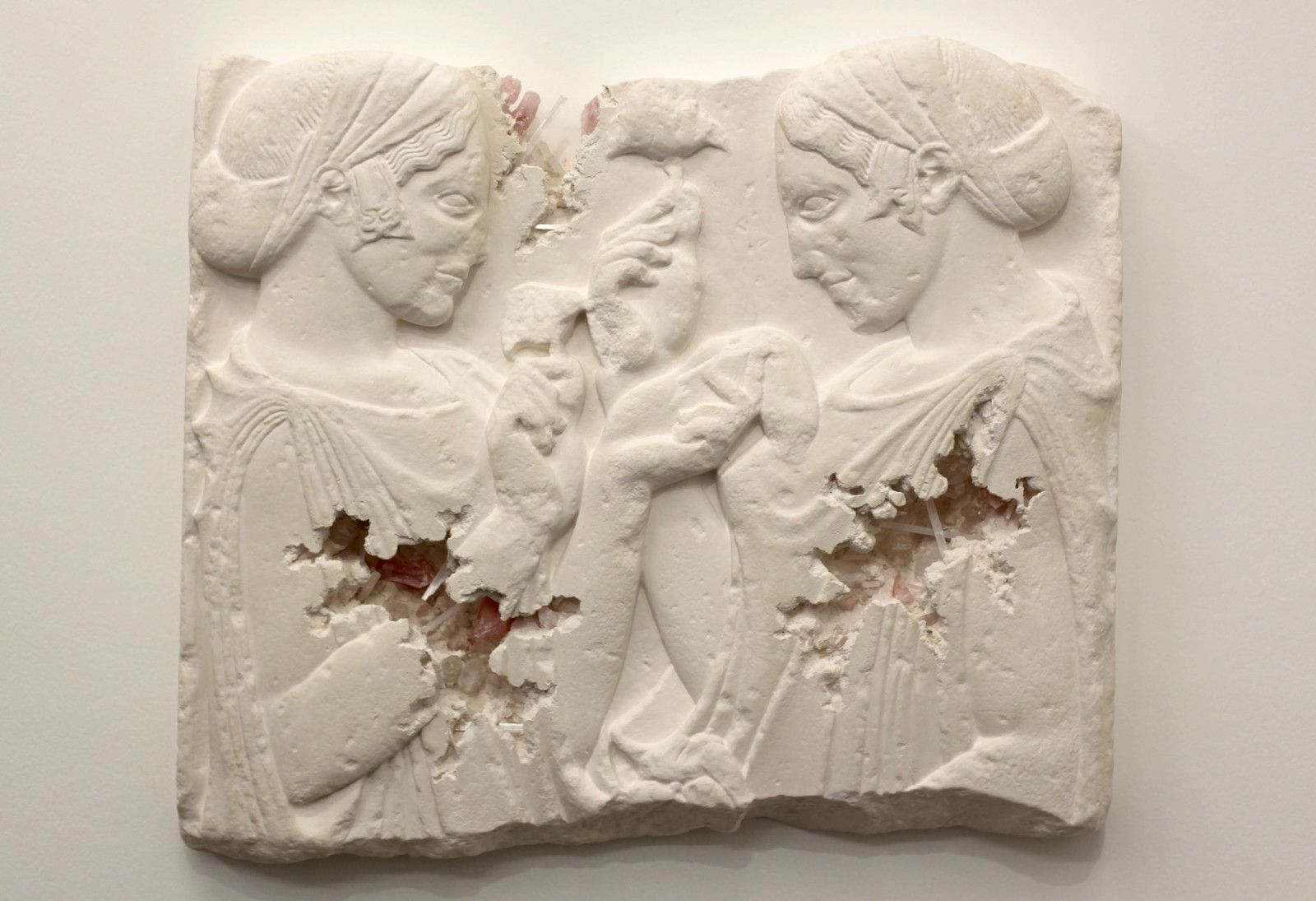 """Rose Quartz Eroded Exaltation à la fleur"", 2019 de Daniel ARSHAM - Courtesy de l'artiste et la galerie Perrotin © Photo Éric Simon"