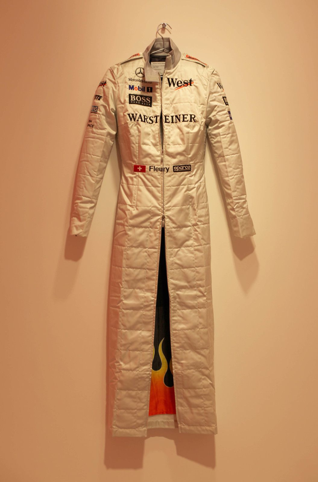 """Formule One Dress"", 1999 de Sylvie FLEURY - Courtesy Galerie Thaddaeus Ropac  © Photo Éric Simon"