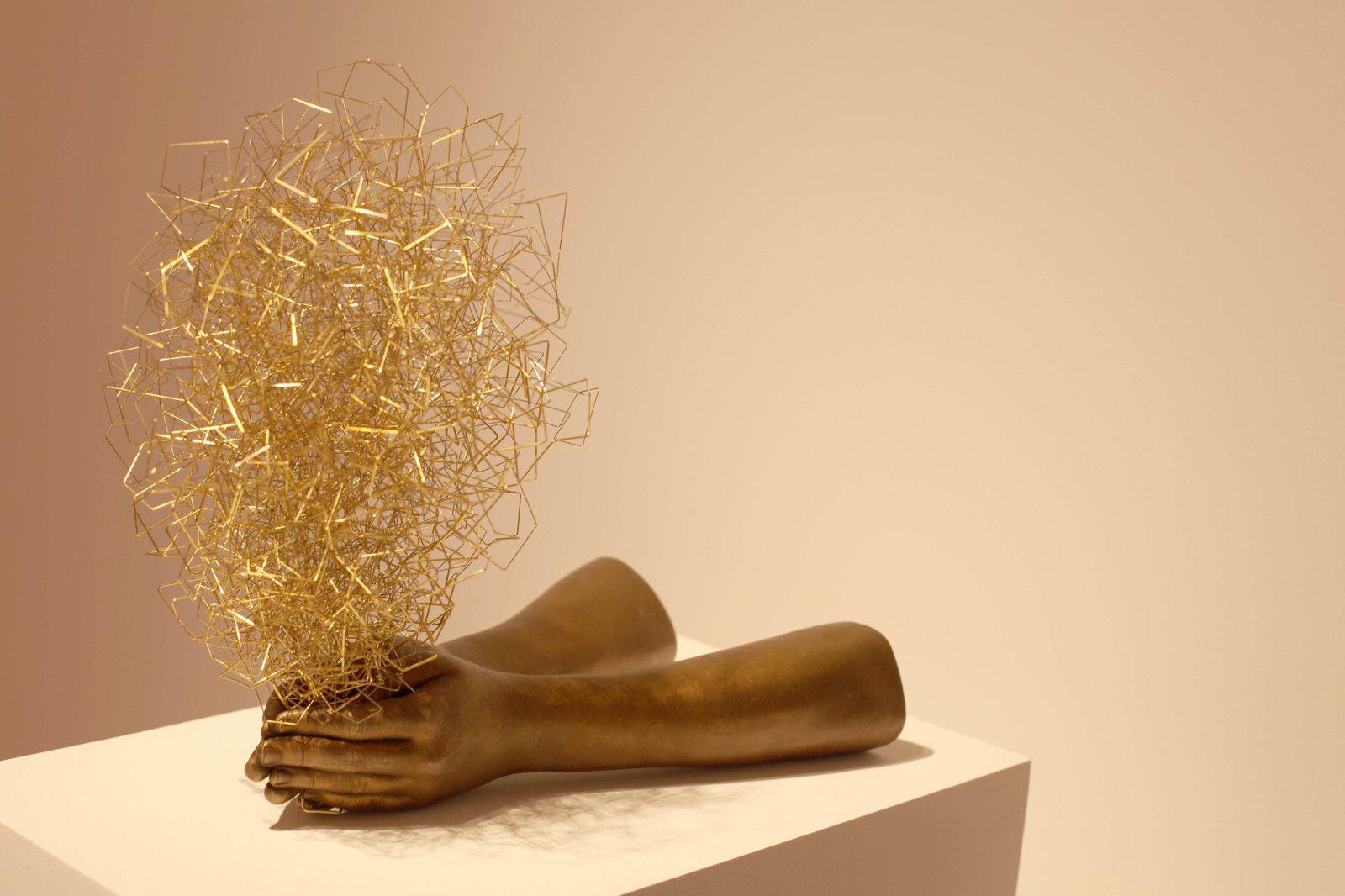 """In the Hand"", 2020 de Chiharu SHIOTA - Courtesy Galerie Templon Paris © Photo Éric Simon"