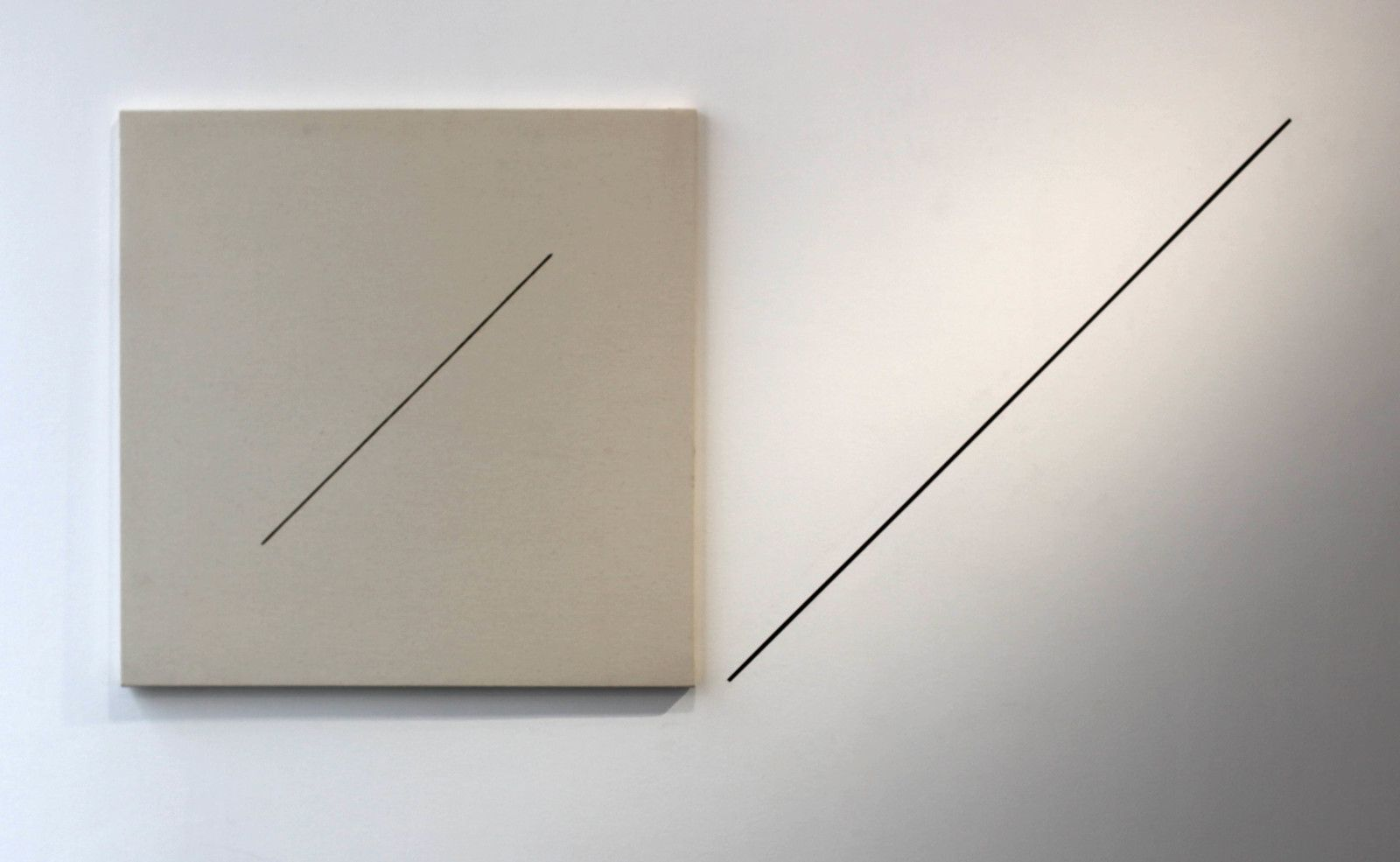 """Untitled (Double wall piece)"", 1977 de Michael BIBERSTEIN - Courtesy Galerie Jeanne Bucher Jaeger © Photo Éric Simon"