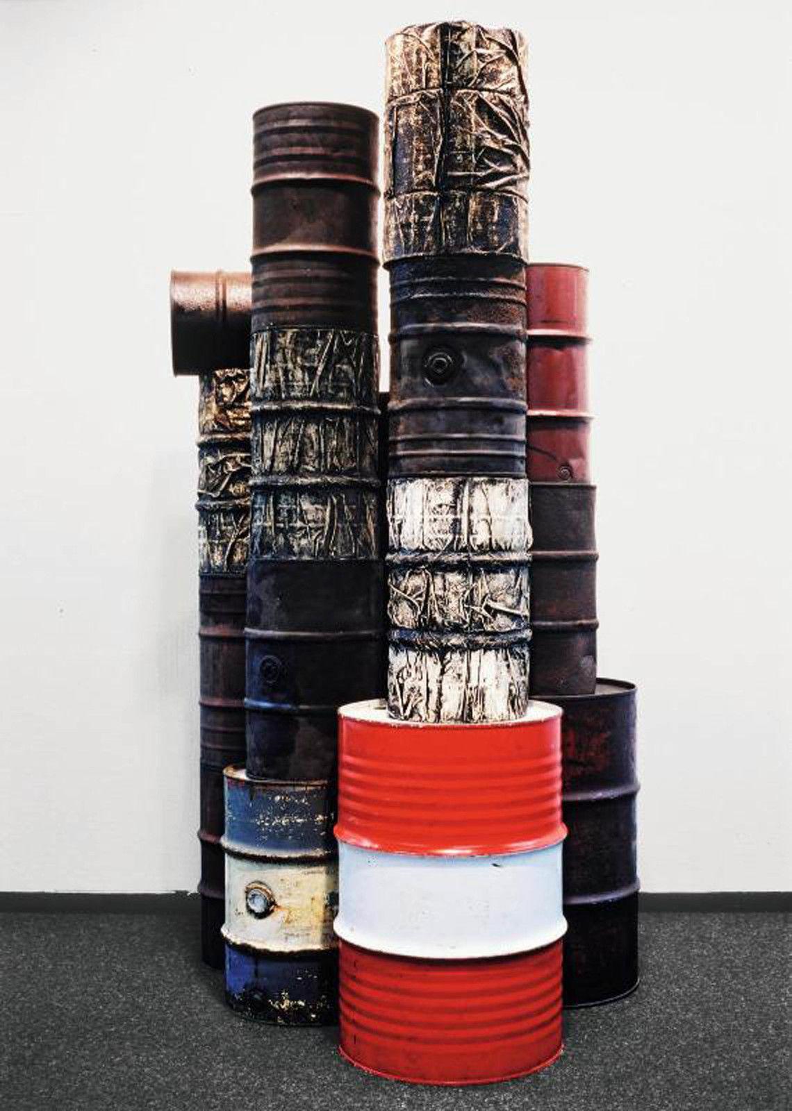 """""""Wrapped Oil Barrels"""", 1958 - 1959 de CHRISTO et JEANNE-CLAUDE - Courtesy Centre Pompidou"""