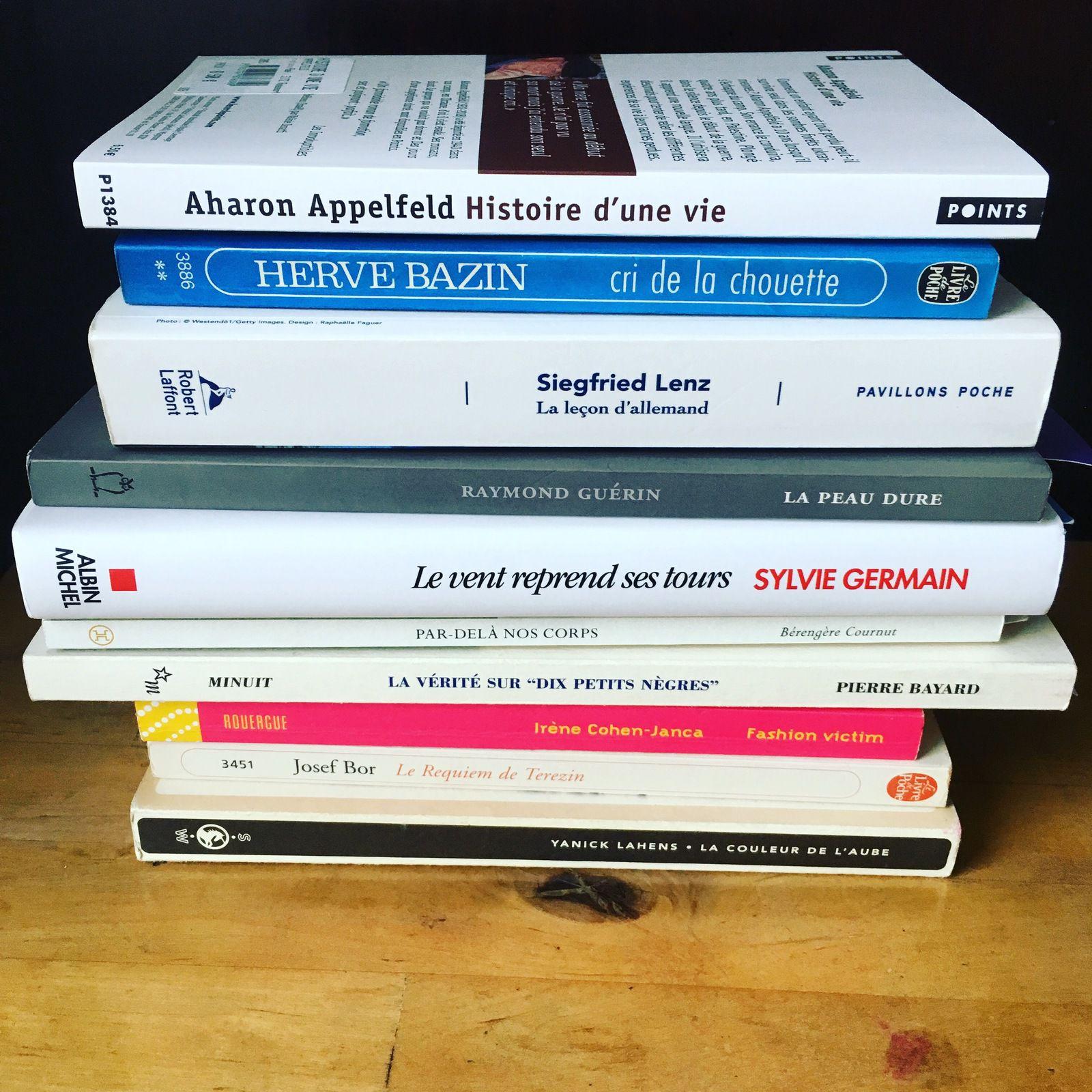 bibliothèque, livres, pile à lire,