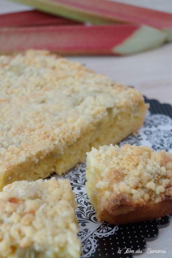 Le gâteau Crumble à la rhubarbe