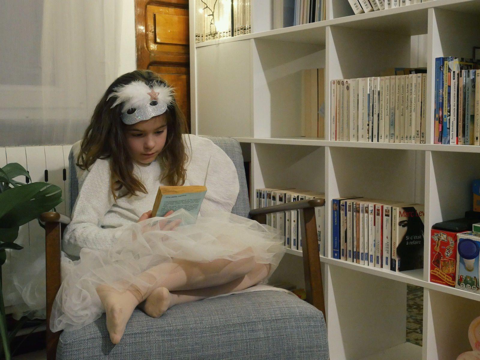 Depuis les photos, elle me demande chaque jour quand elle pourra lire Agatha Christie...