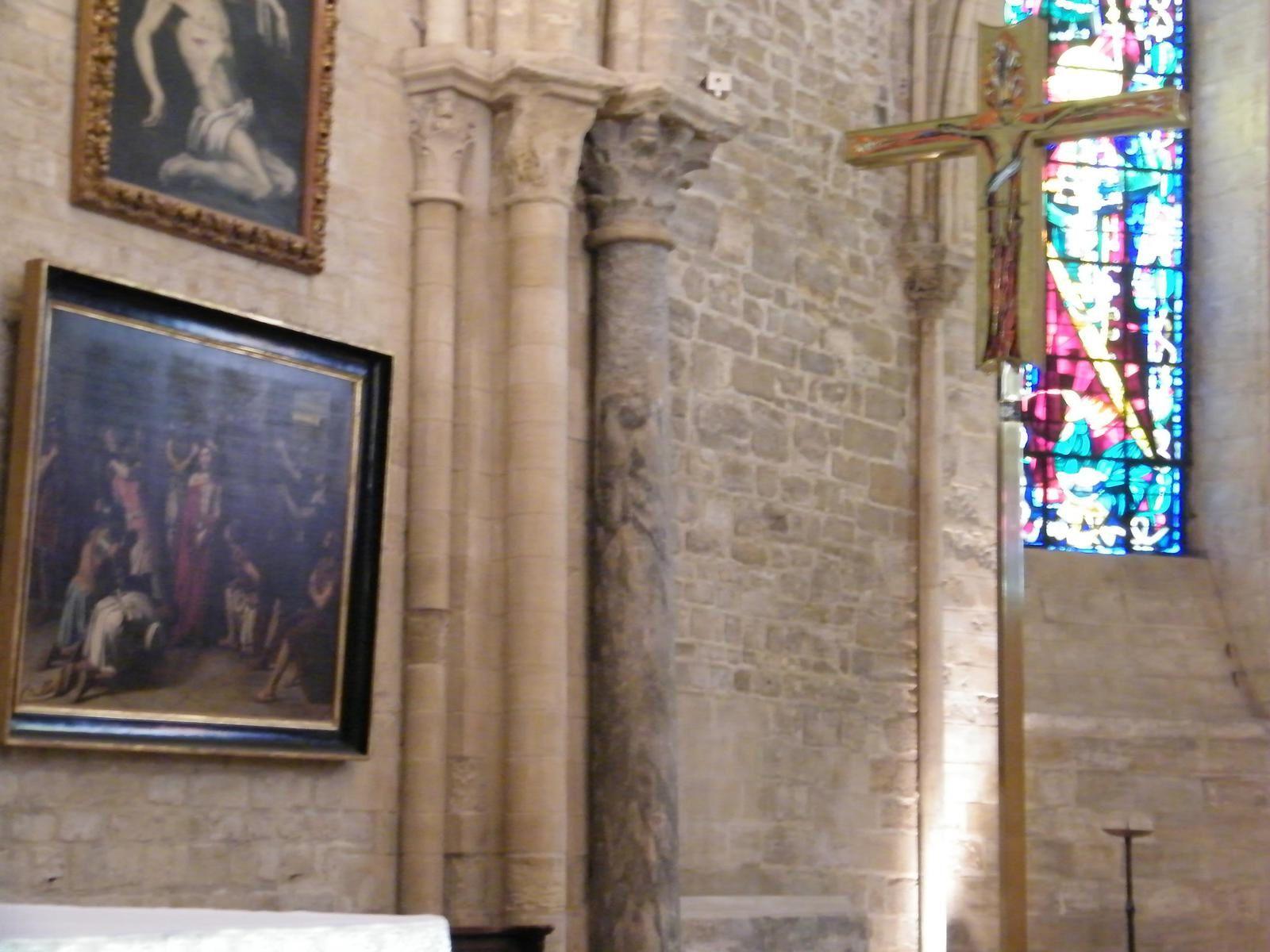 Colonnes du temple de Mercure dans l'église Saint-Pierre..
