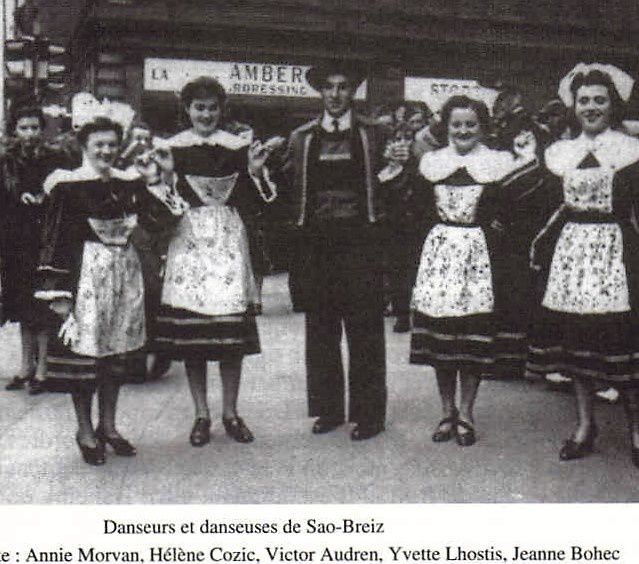 A droite, Jeanne Bohec