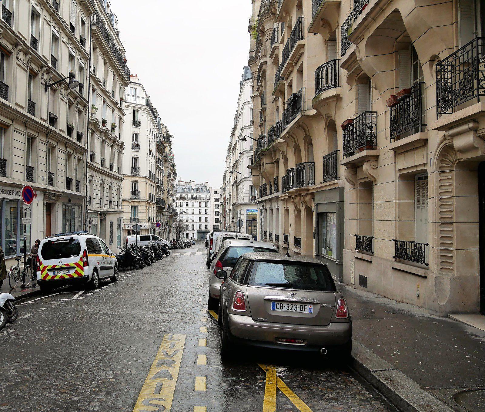 Rue du Baigneur prise à partir de la rue du Mont Cenis.