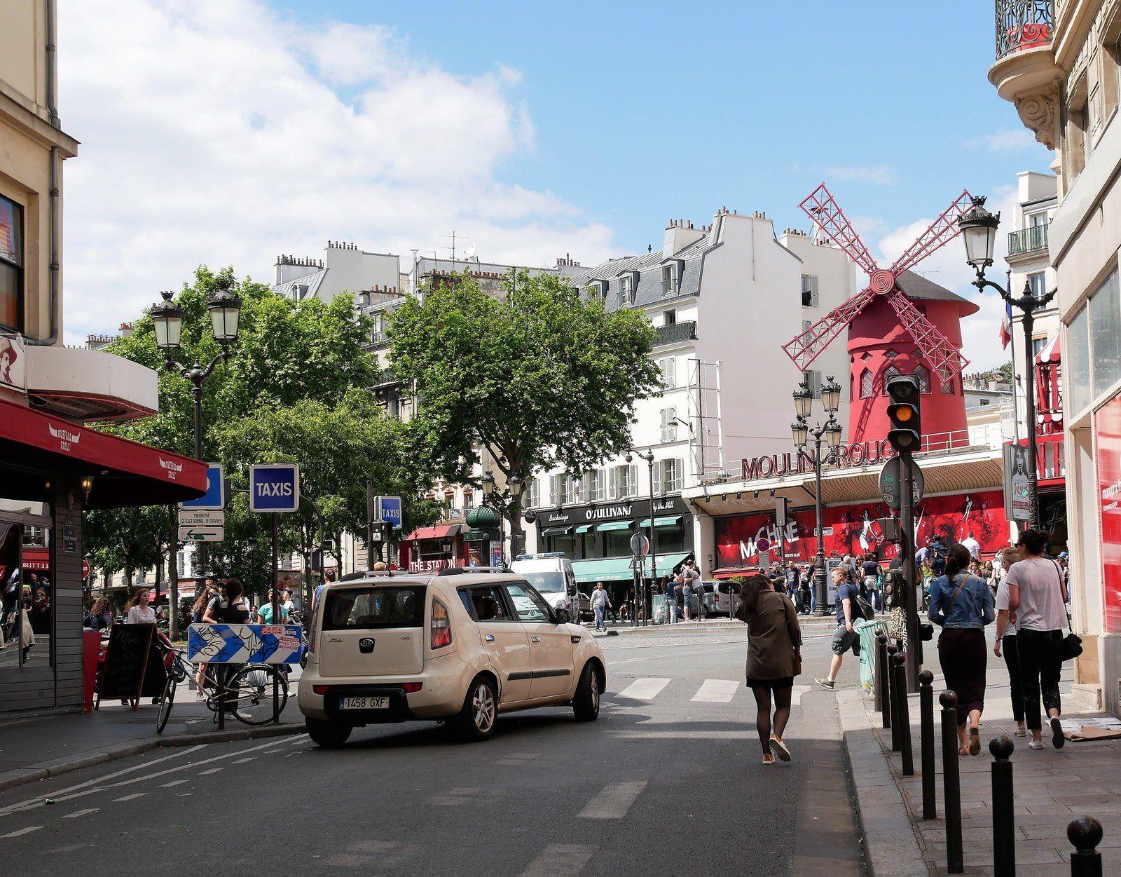 Rue Fontaine (2ème partie. Entre la place André Breton et la place Blanche.)