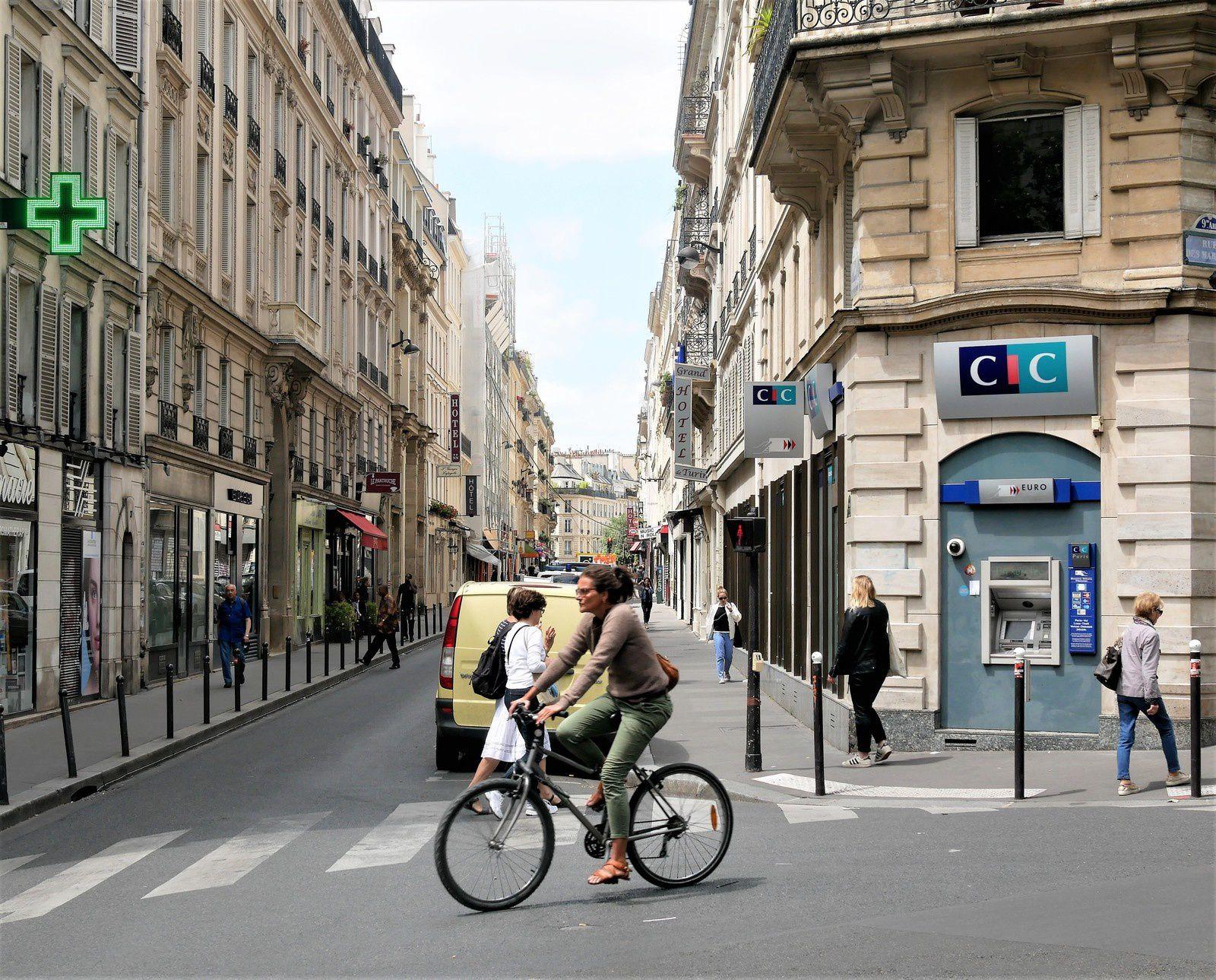 Rue Victor Massé.  ( 1ère parie du 1 au 16  ).