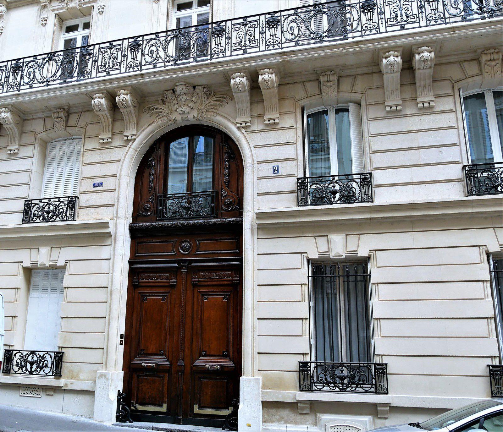 Rue Jean-Baptiste Pigalle. 1ère partie du 1 au 46.