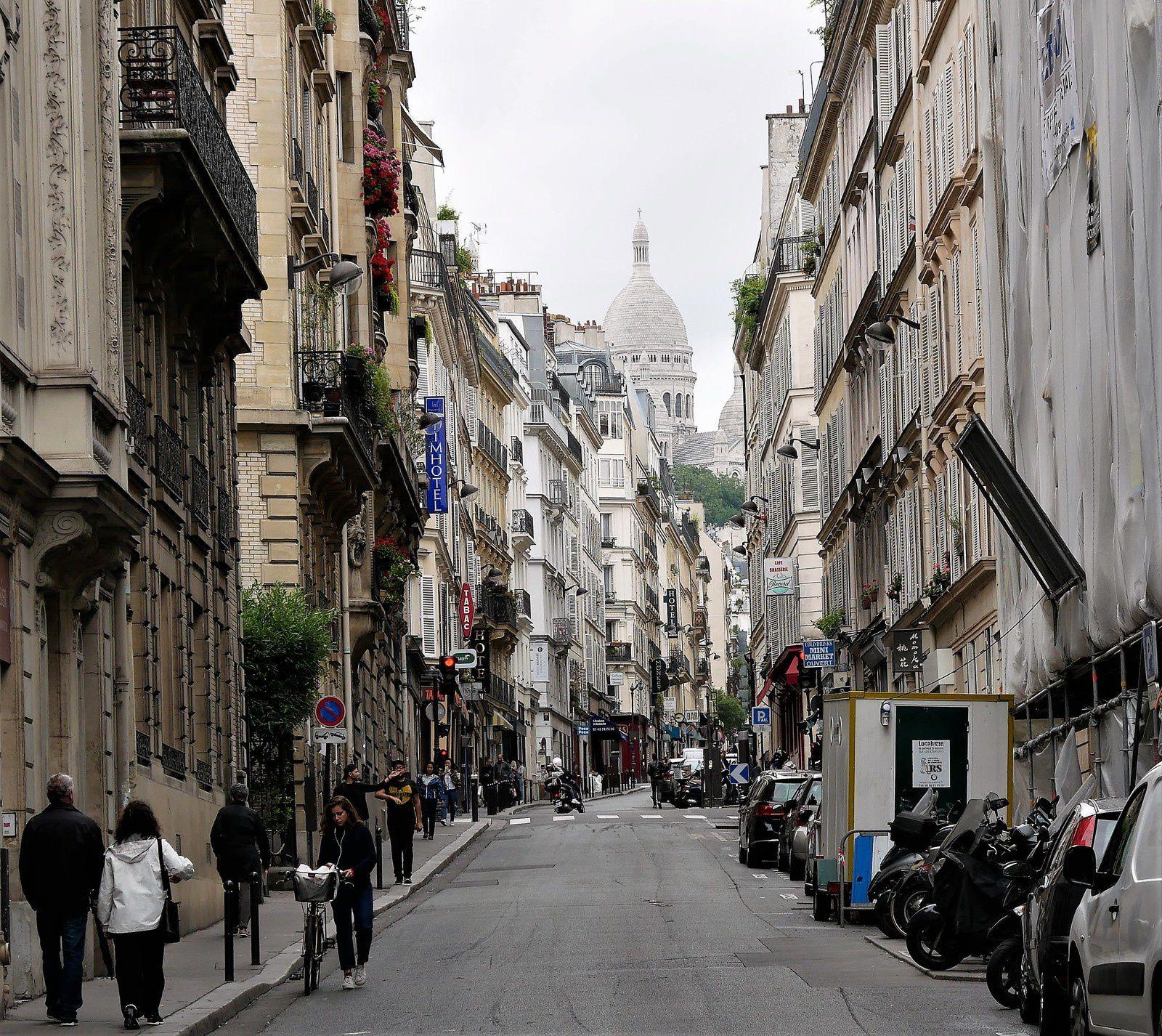 Rue Jean-Baptiste Pigalle. 2ème partie du n°49 au 75