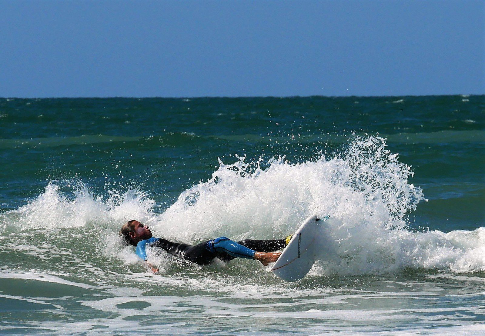 20 août Surf à l'horizontale!