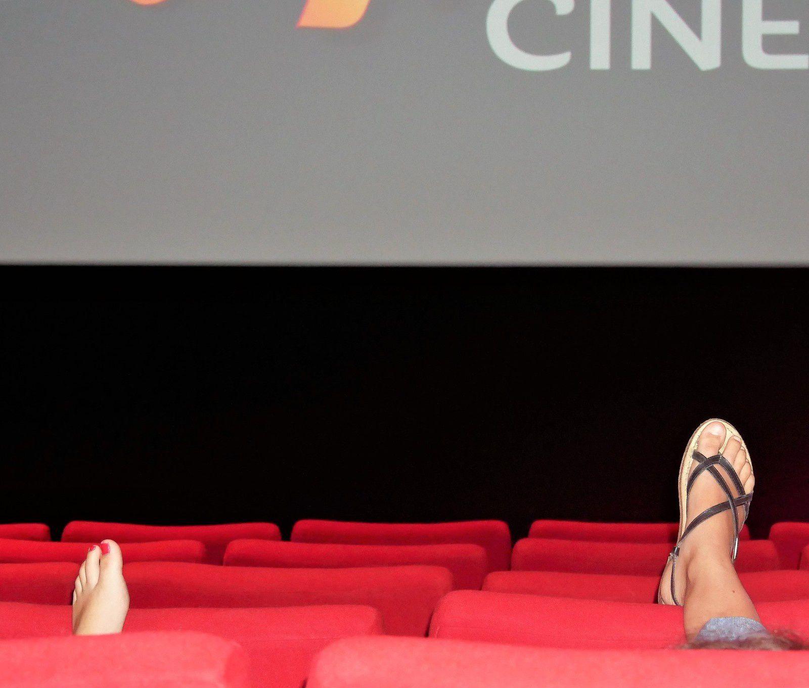 30 aôut. Jour de pluie. Cinéma Apollo de Rochefort. C'est le pied!