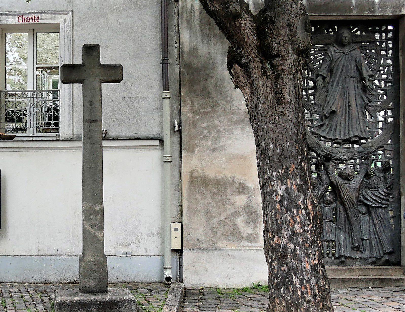 La croix Cottin. Parvis de l'église Saint-Pierre de Montmartre. Philippe Cottin.