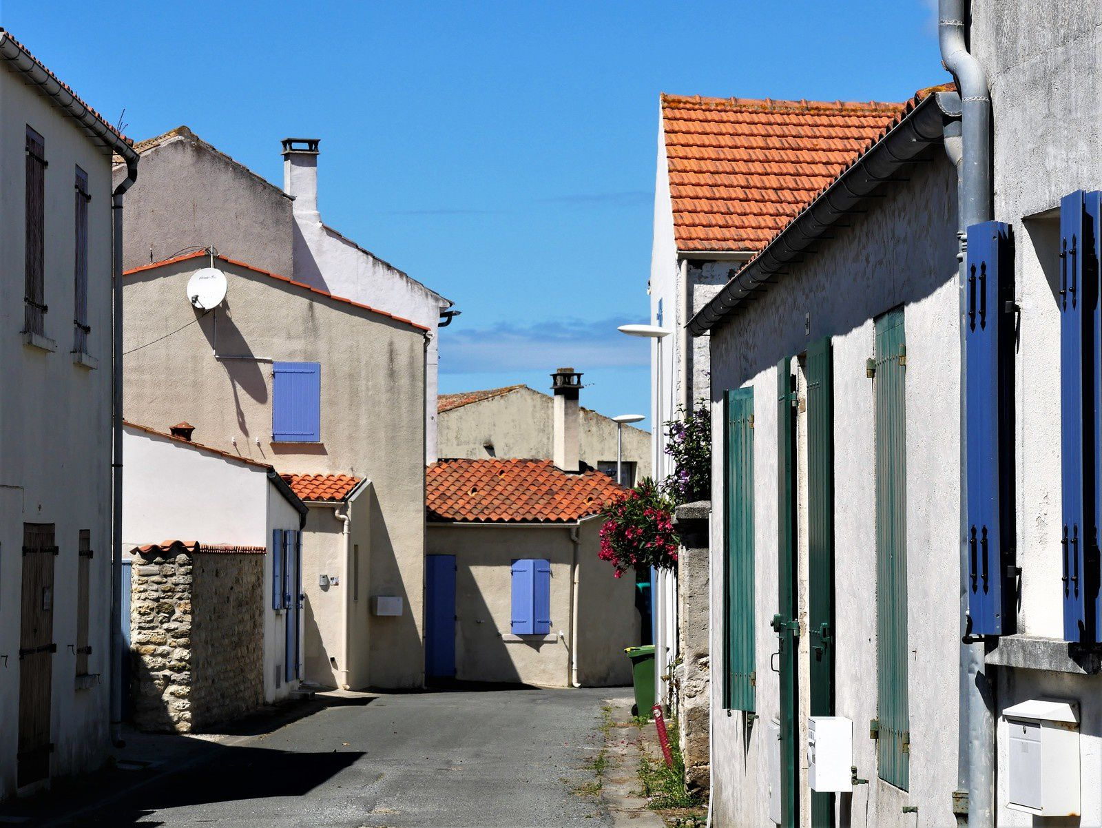Le Grand-Village Plage. 1- Le vieux village.