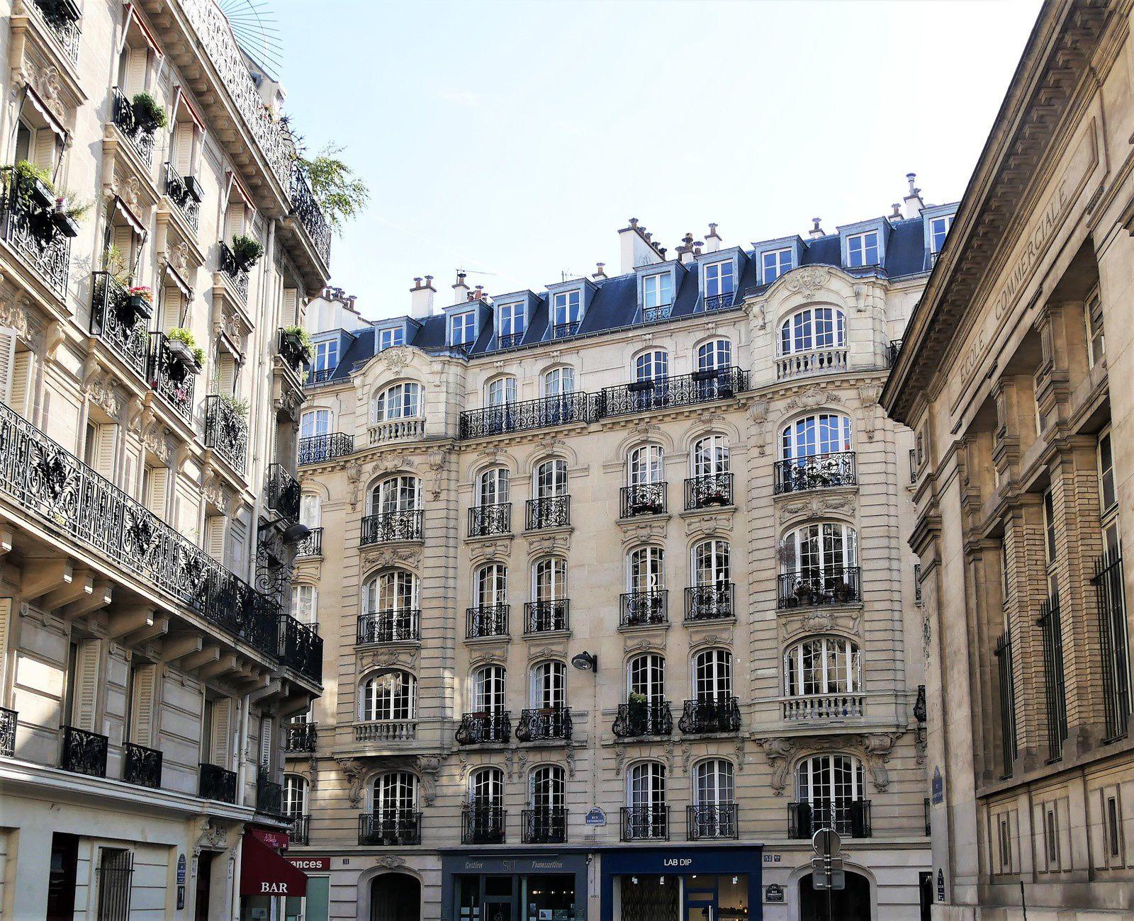 Premiers immeubles sur la rue Condorcet.