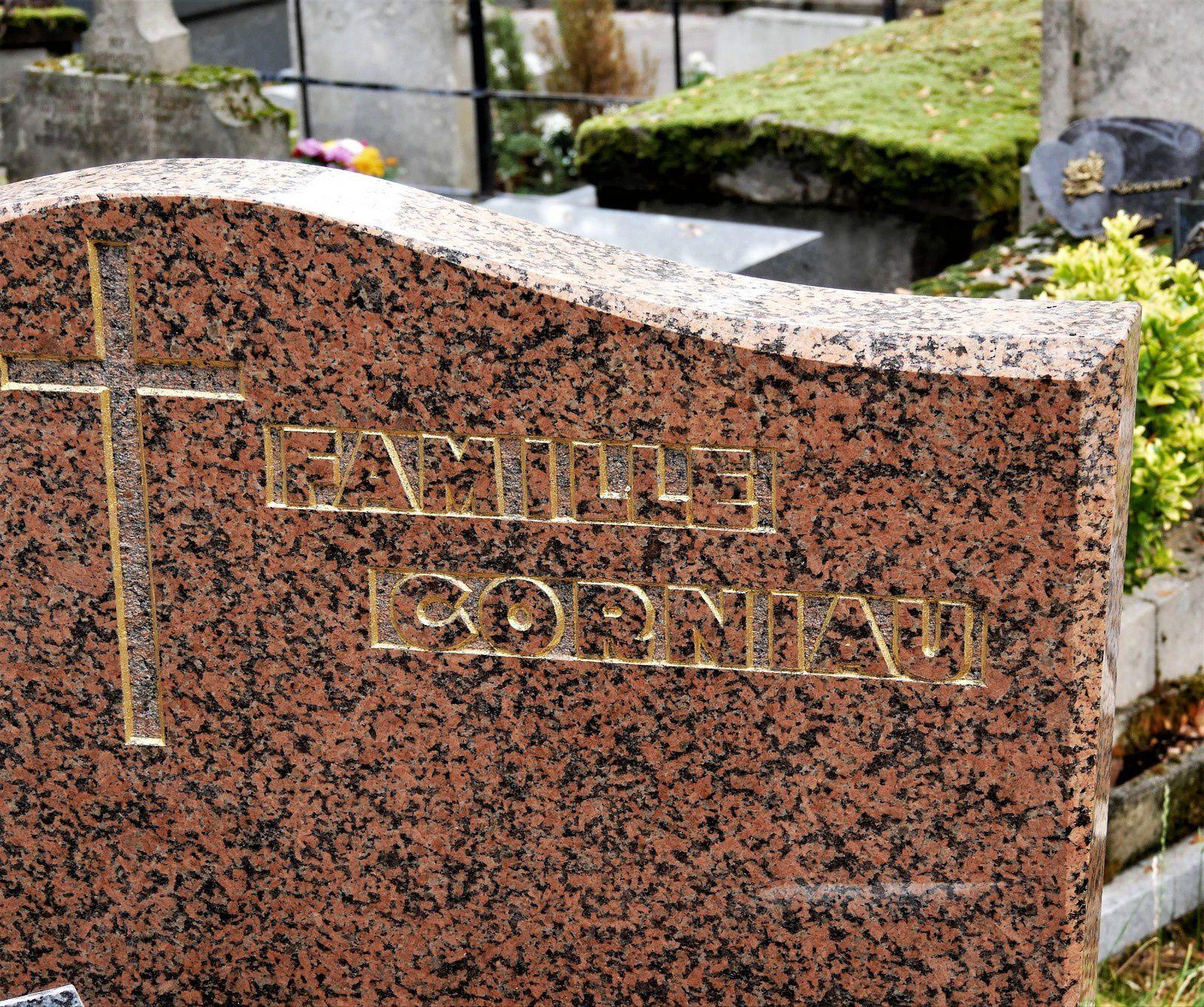 Les noms originaux du cimetière Montmartre! Le sourire des tombes.