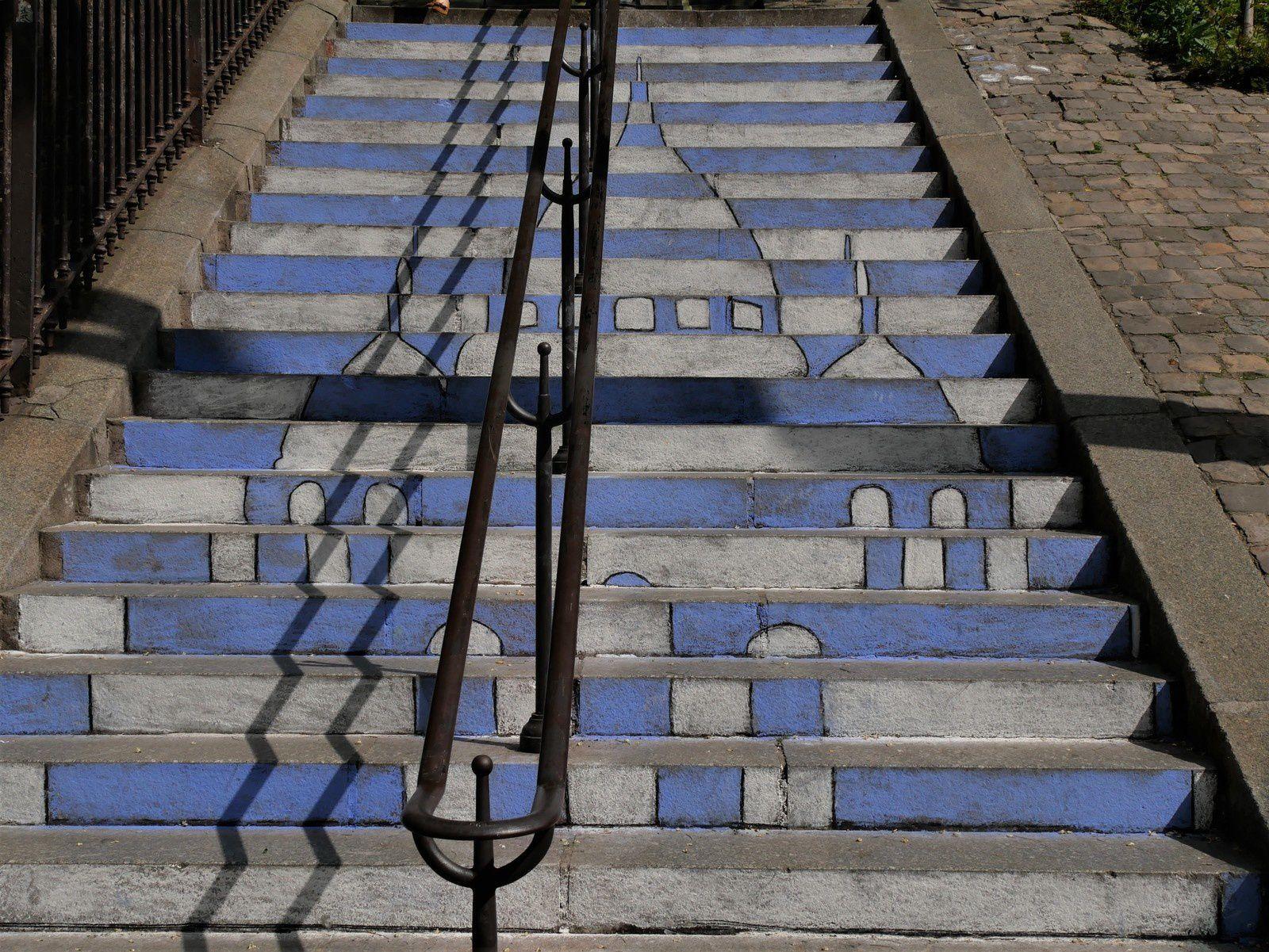 Les escaliers de craie décorés par les enfants des écoles en mai 2019.