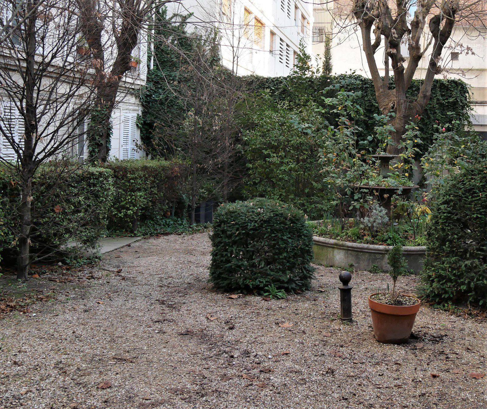Cité  Napoléon, cité ouvrière 58-60 rue Marguerite de Rochechouart. Napoléon III.