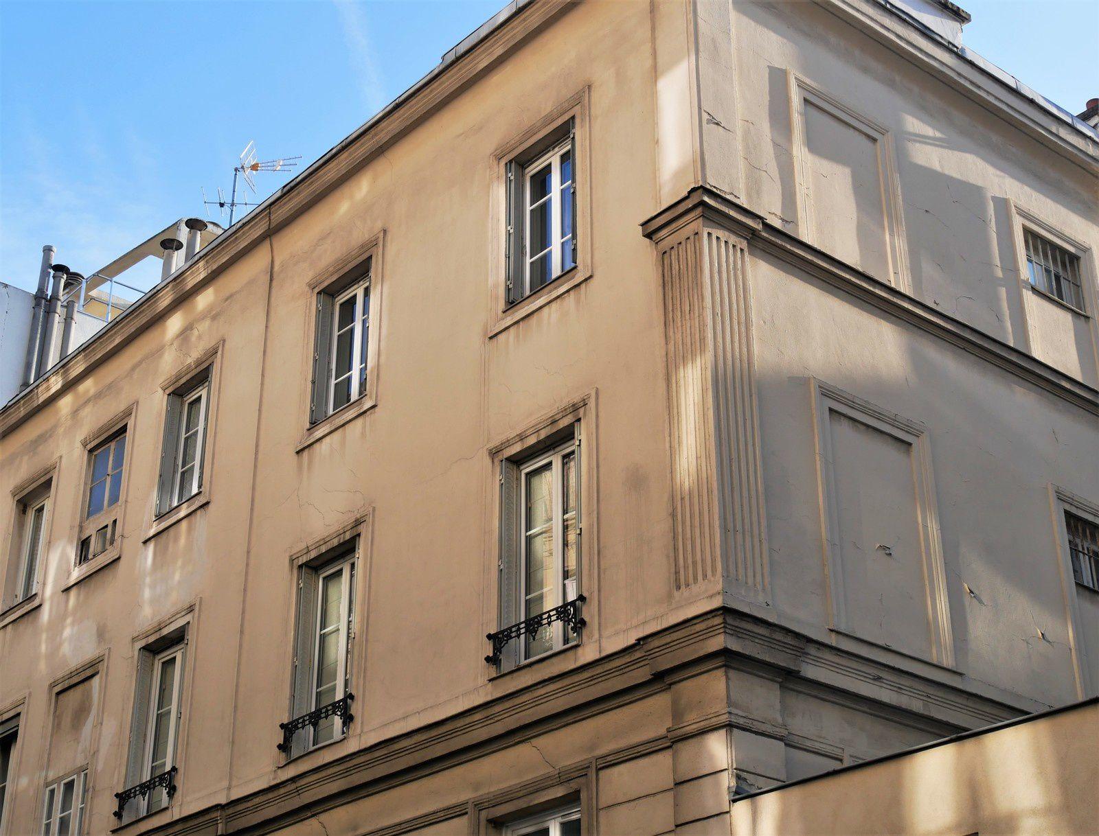 Cité Napoléon. Bâtiment sur la rue Pétrelle.