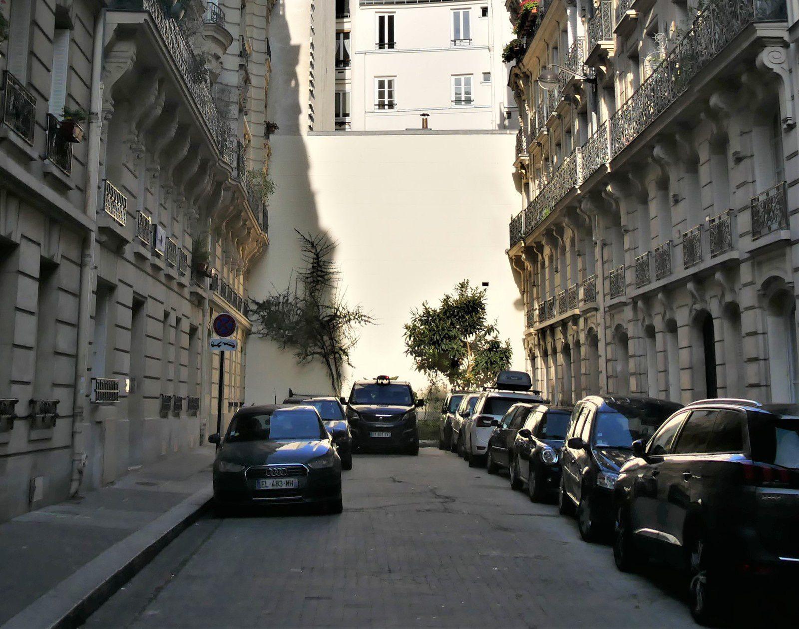 Rue Pétrelle. Paris.