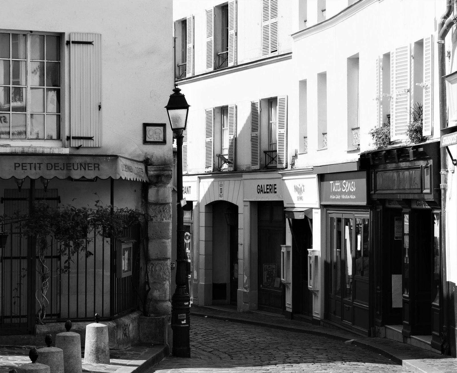 Les rues de Montmartre. Photos en noir et blanc