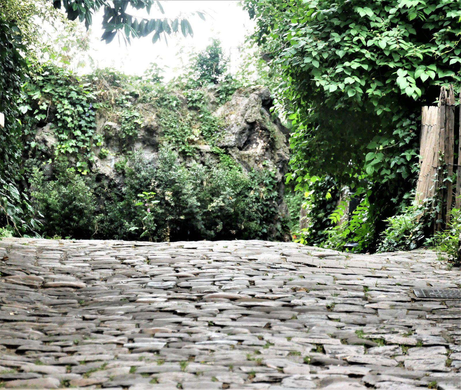 Le passage de la sorcière. Le rocher de la sorcière.