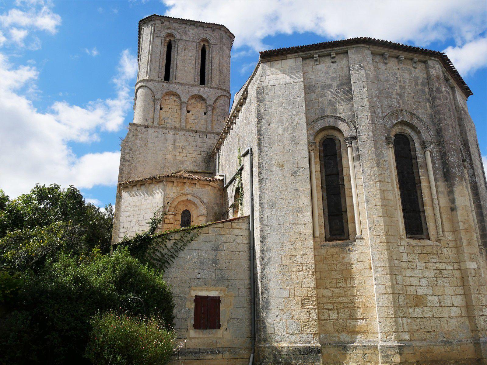 Champagne. Un village de Saintonge. L'église Saint-André.